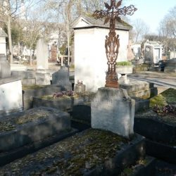 Croix de la tombe Guillaume – Cimetière du Père-Lachaise – Paris (75020)