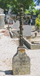 Croix et entourages de tombes – Cimetière – Bioule