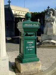 Tronc pour les pauvres – cimetière de Passy – Paris (75016)
