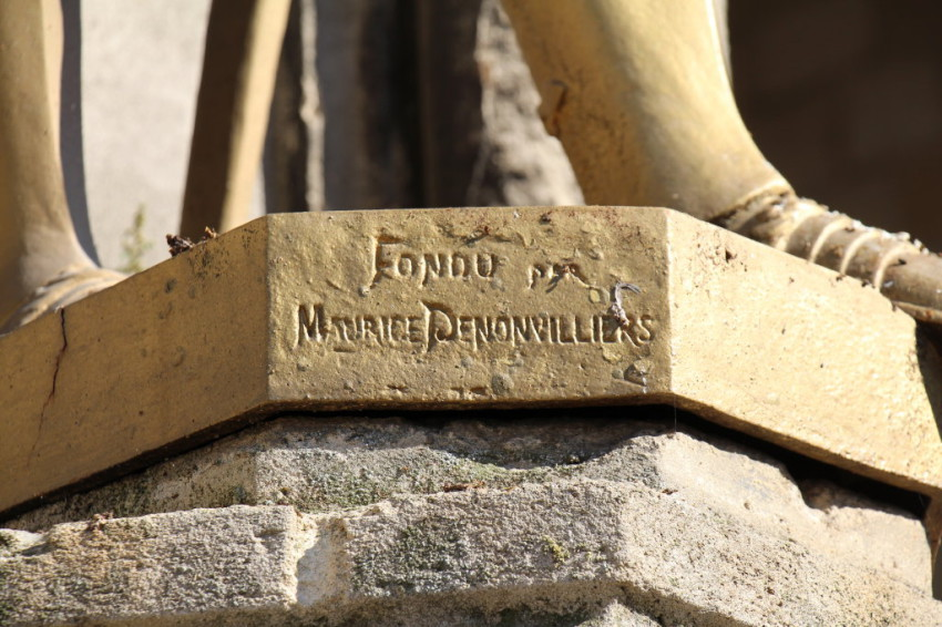 Statue jeanne d arc eglise saint loup ch lons en champagne for Code postal chalons en champagne