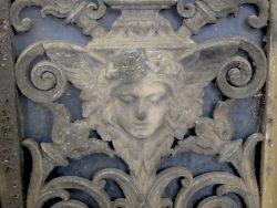 Portes de chapelles sépulcrales (2) – Division 79 – Cimetière du Père Lachaise – Paris (75020)