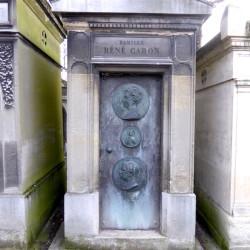 Porte de la chapelle sépulcrale de la famille René Caron – Cimetière du Père Lachaise – Paris (75020)
