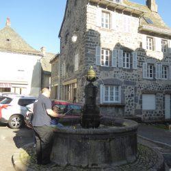 Fontaine – Place de la Mairie – Laguiole