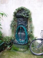 Fontaine d'immeuble – Paris (75020)