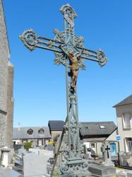 Croix monumentale et fonte funéraire – Cimetière – Ypreville-Biville