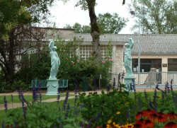 Statue jeune fille – Allée du Ravelin – Sorèze