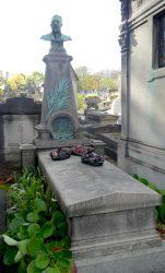 Buste et médaillon de la sépulture Lapissida – Cimetière du père Lachaise – Paris (75020)