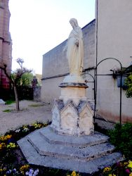Statue de Vierge immaculée – Cour de l'église paroissiale – Espalion