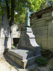 Statue et médaillon de la tombe Chataignier-Cabibel – Cimetière du Père Lachaise – Paris (75020)