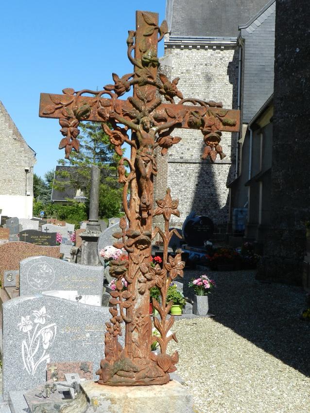croix monumentale et fonte fun raire cimeti re ypreville biville. Black Bedroom Furniture Sets. Home Design Ideas
