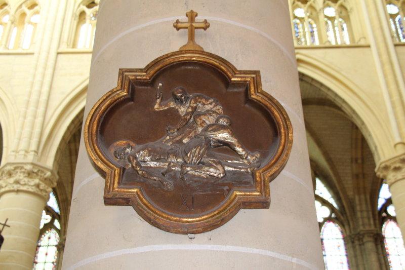 Chemin de croix cath drale saint etienne ch lons en for Code postal chalon en champagne