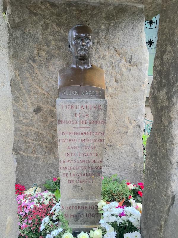 Buste d'Allan Kardec – Division 44 – Cimetière du Père