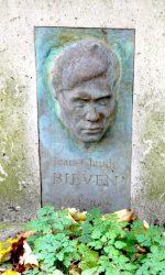 Haut-relief de la sépulture Bieven – Cimetière du Père Lachaise – Paris (75020)
