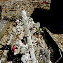 Croix et entourage de cimetière (1) – Saint-Étienne-de-Tumont