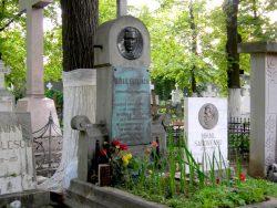 Médaillon de Mihai Eminescu – Cimetière Bellu – Bucarest