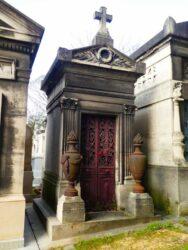 Urnes et porte de la chapelle Miguel de Francisco Martin – Cimetière du Père-Lachaise – Paris (75020)