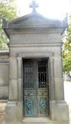 Portes de chapelles sépulcrales (1) – Division 44 – Cimetière du Père Lachaise – Paris (75020)