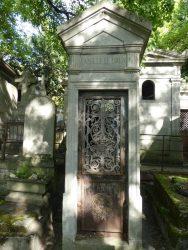 Portes de chapelles sépulcrales (2) – Division 26 – Cimetière du Père Lachaise – Paris (75020)