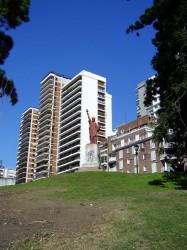 "Statue de ""la Liberté éclairant le monde"" –  Barrancas de Belgrano – Buenos Aires"