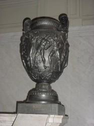 Vasos (ánforas) (2) – Vases (amphore) – Casa de Gobierno Patio de las Palmeras – Buenos Aires