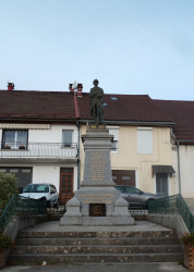 Monument aux morts – Route de Saint-Laurent – La Chaux-du-Dombief