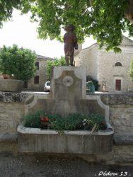 Fontaine à l'enfant – Montclus