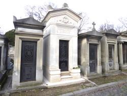 Portes de chapelles sépulcrales – divisions 67 et 68 – Cimetière du Père Lachaise – Paris (75020)