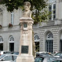 Monument à Perraud – place Perraud – Lons-le-Saunier
