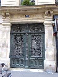 Ornements  de portes et balcons – 71, 69 et 67 rue de Grenelle Paris (75007)