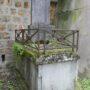 Entourages de tombes, croix et corbeille - Division 18 - Cimetière du Père Lachaise - Paris (75020) - Image4