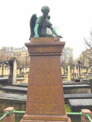 Ange de la sépulture Picard – Baer – Cimetière de Montparnasse – Paris (75014)