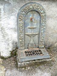 Fontaine d'applique – Cimetière – Onet Village