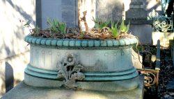Ornements de tombes – Cimetière du Père-Lachaise – Division 80 – Paris (75020)