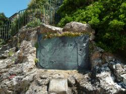 Plaque commémorative du centenaire de l'arrivée à Dinard de ses premiers résidents britanniques – Promenade des Alliés – Dinard