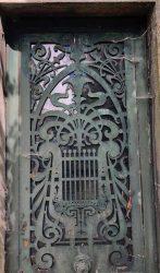 Portes de chapelles sépulcrales (1) – Division 65 – Cimetière du Père Lachaise – Paris (75020)