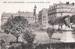 Vases (fondus) – Jardins de l'Hôtel de Ville – Levallois-Perret