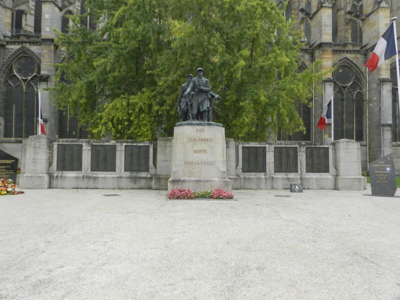Monument aux morts de 14 18 ch lons en champagne for Code postal chalons en champagne