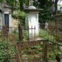 Entourages de tombes, croix et corbeille - Division 18 - Cimetière du Père Lachaise - Paris (75020) - Image10