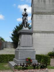 Poilu au repos – Monument aux morts – Fouilloy