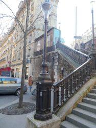 Candélabres et rampe de l'escalier de l'avenue Rachel – Paris (75018)