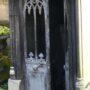 Portes de chapelles sépulcrales et corbeille - Division 55 - Cimetière du Père Lachaise - Paris (75020) - Image14