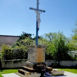 Christ en croix – Monument aux morts – Saint-Jean-Mirabel