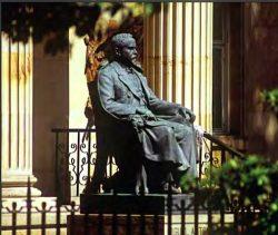 Monumento a Miguel Antonio Caro – Bogotá
