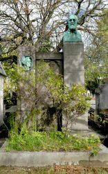 Buste et médaillon de la sépulture Louis et Andrée Lacombe – Cimetière du Père Lachaise – Paris (75020)