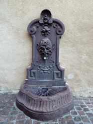 Fontaine d'applique – Place de la Mairie – Donzenac