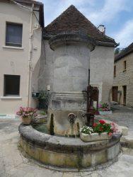 Fontaine et pompe à bras – Salviac