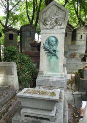 Médaillon de la sépulture Fergeau – Cimetière du Père Lachaise – Paris (75020)