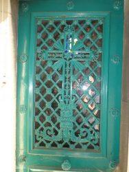 Portes de chapelles sépulcrales (1) – Division 47 – Cimetière du Père Lachaise – Paris (75020)