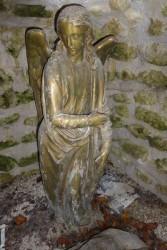 Christ gisant – entouré de deux anges – Saint-Georges-sur-Cher