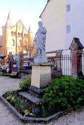 Statue de Saint Joseph – Cour de l'église paroissiale – Espalion